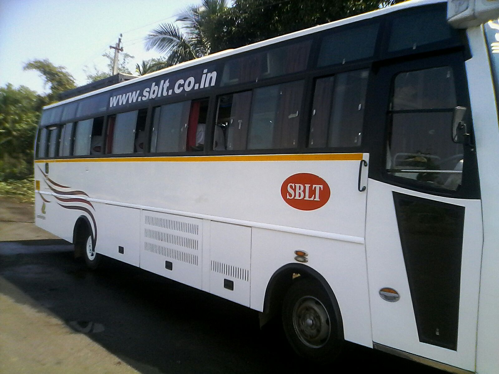 Sblt 35 Seater Side View